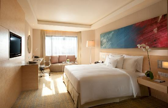 DoubleTree by Hilton Kuala Lumpur: King Deluxe Room