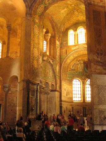 Ravenna, Italia: The golden glow of San Vitale