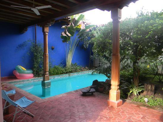 Miss Margrit's Guest House: Refreshing pool. Especially after a long hot day.
