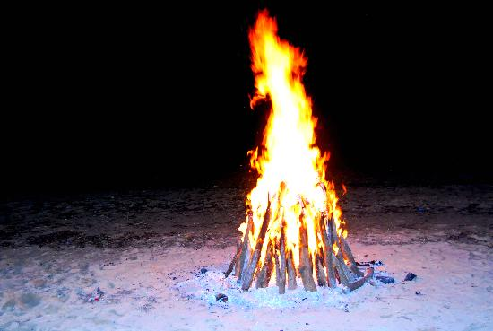 Banak House Calatagan: Bonfire