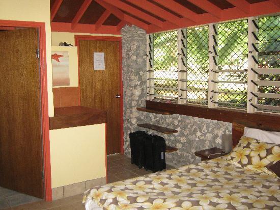 بينجور بيتش كلوب: Our very cosy room