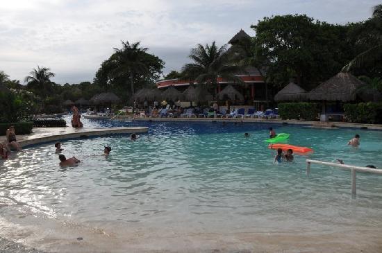 Iberostar Tucan Hotel: L'autre bout de la piscine