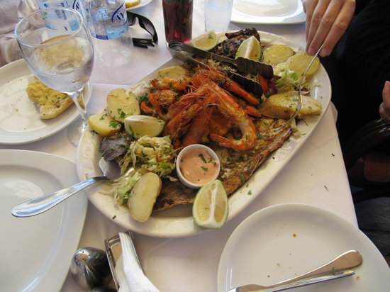 Taverna Mouragio Maria: Fish and shrimps for 130 euro!