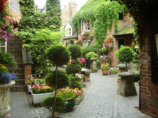 Lutterworth, UK: The courtyard