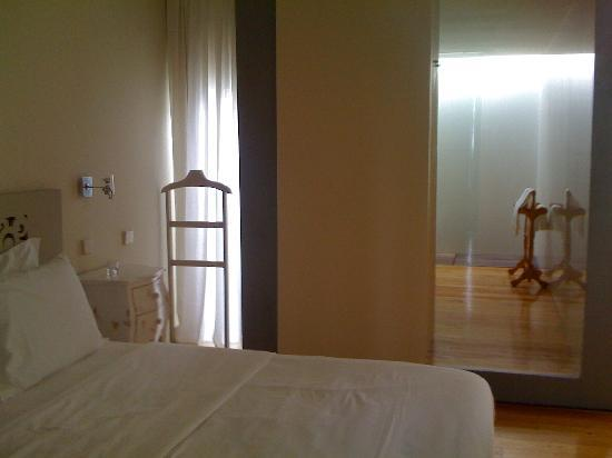 Quinta da Bouca d'Arques: is this a spacious trendy room or what?