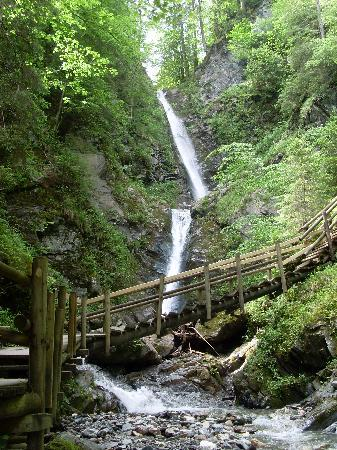 St. Johann in Tirol, Österreich: free guided walking to the waterfall