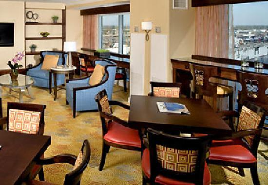Renaissance Portsmouth-Norfolk Waterfront Hotel: Concierge Lounge