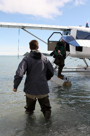 AK Adventures, Inc. - Day Tours: Getting our gear off the float plane