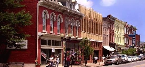 Франклин, Теннесси: Quaint Main Street in Franklin, Tennessee
