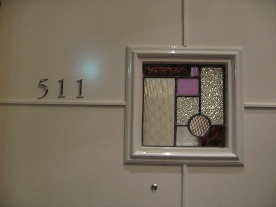 Hotel La Suite Kobe Harborland: かわいいステンドグラスのドア