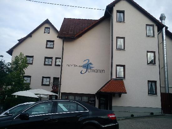 Schwanen Hotel: Seitenansicht vom Parkplatz aus