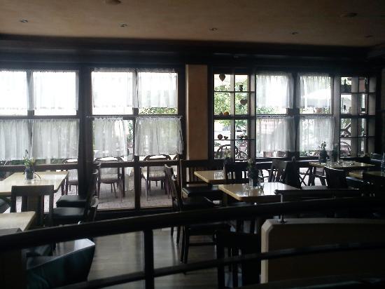 Schwanen Hotel: K.B. Bar zur Terrasse hin