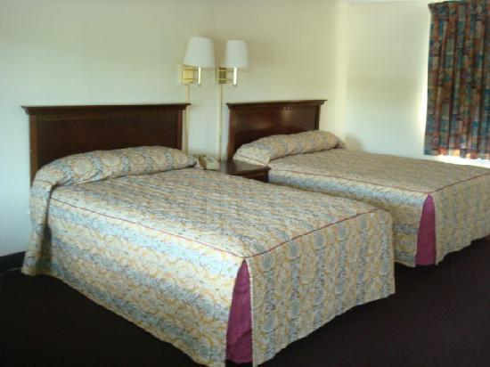 Days Inn West Yarmouth/Hyannis Cape Cod Area: comfortable beds