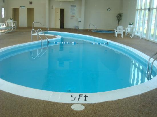 Days Inn West Yarmouth/Hyannis Cape Cod Area: heated water pool and hot tub