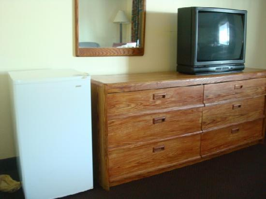 Days Inn West Yarmouth/Hyannis Cape Cod Area: TV and Fridge.