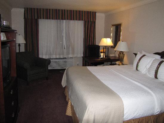 Holiday Inn Selma-Swan Court: Room
