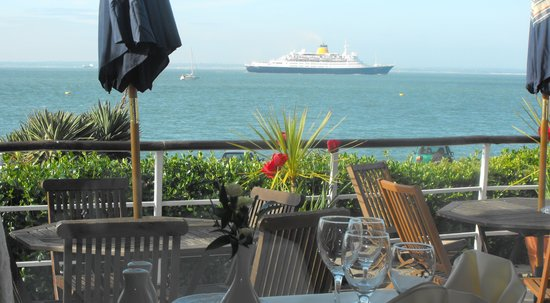 New Holmwood Hotel & Restaurant: Unrivaled Views of the Solent