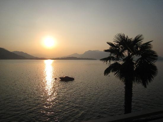 Hotel Rigoli: levé de soleil sur le lac, vu de la chambre