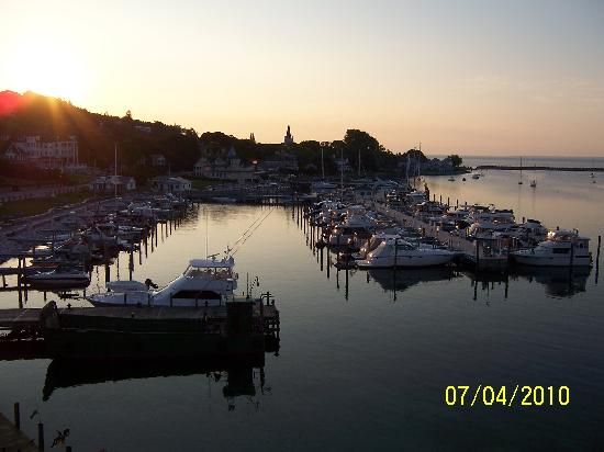 Chippewa Hotel Waterfront: sunrise from the balcony