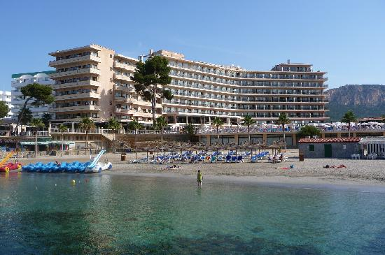 Grupotel Playa Camp de Mar: Hotel from the Beach