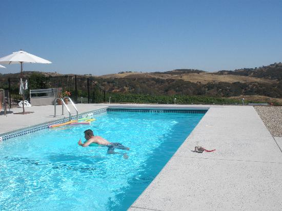 Inn at the Pinnacles Bed and Breakfast: Wonderfully refreshing sparkling pool
