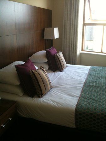 Cryan's Quay Side Hotel: Our room