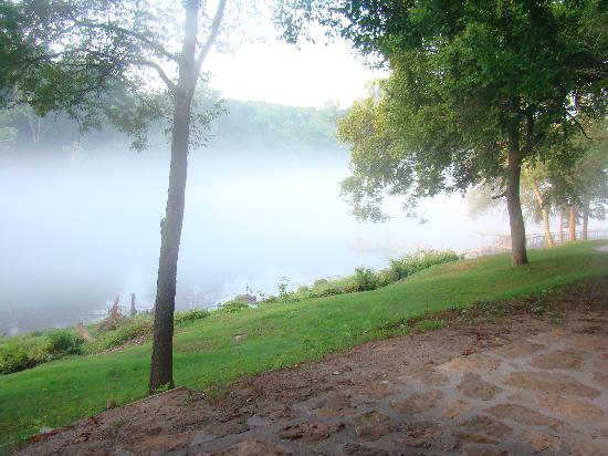 Heber Springs, AR: fog on the river--gorgeous!