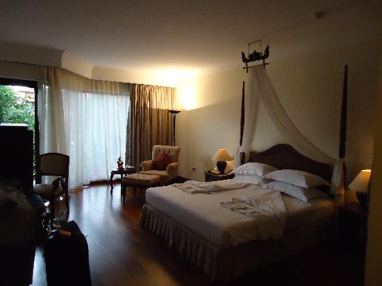 Angkor Palace Resort & Spa : Our room