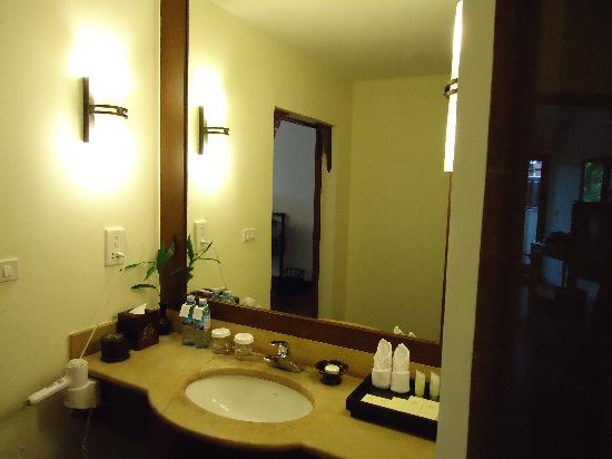Angkor Palace Resort & Spa: bathroom