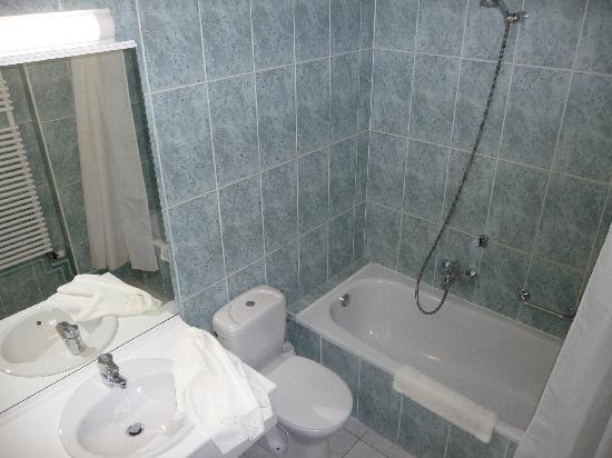 Hotel Prado: Bath