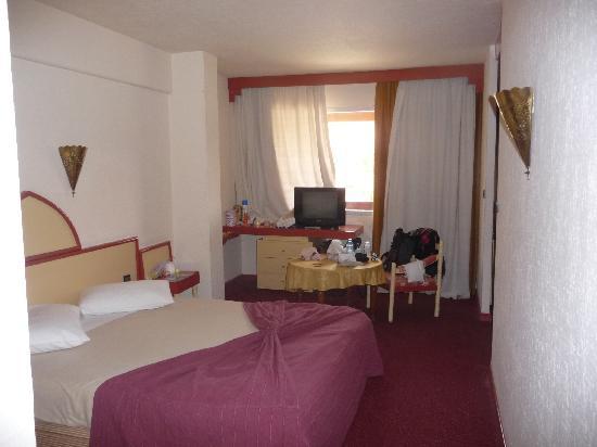 Tropicana Hotel Club Paladien: notre chambre (côté parents)