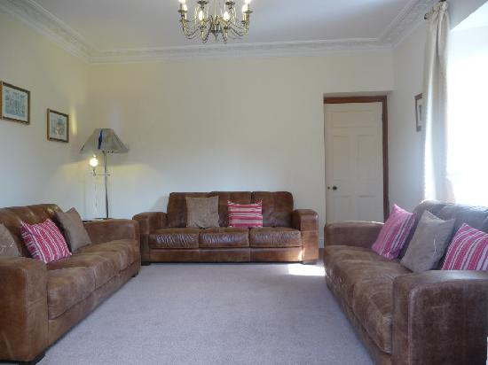South Allington House: Relax in the Laurel's comfortable lounge