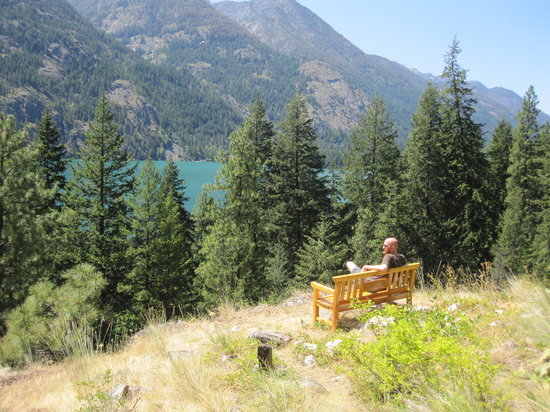 Stehekin, Waszyngton: Bench at the top of the Imus Creek trail
