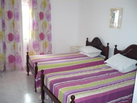 Quinta Pedra dos Bicos: Nice bright neat bedroom