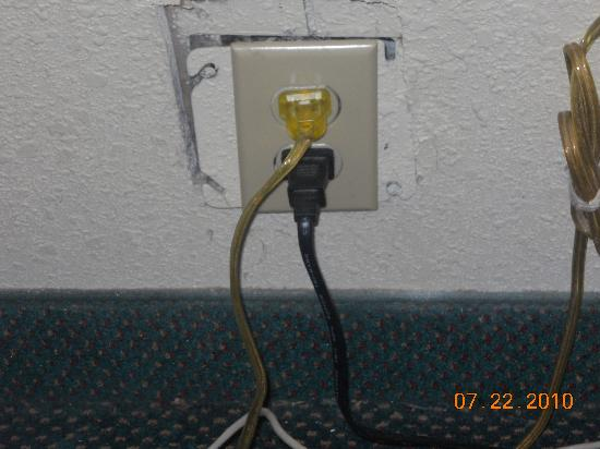 Econo Lodge: socket hanging out the wall