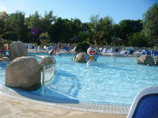 Camping Sandaya Les 2 Fontaines: Fantastic pool!