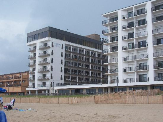 Henlopen Hotel: View of hotel from the beach