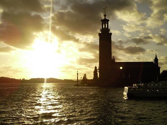 สตอกโฮล์ม, สวีเดน: sonnen untergang bei dem Rathaus Stockholm