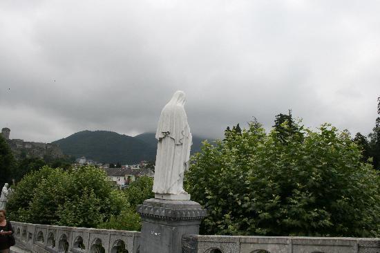 Saint Sauveur: Beautiful Lourdes