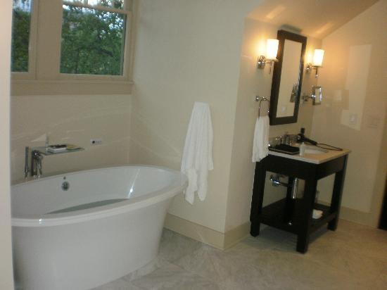 Stonehurst Place: Bathroom - Tub