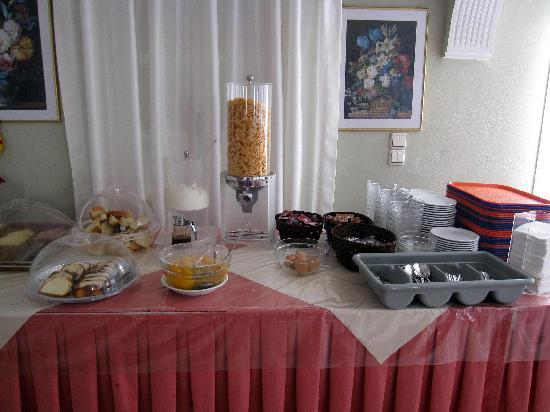 Albatros Hotel: Breakfast spread