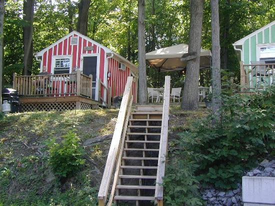 Admiral Peabody's Lakeside Lodging: Our cozy cabin
