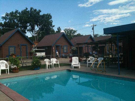 Blue Gables Motel: Pool area
