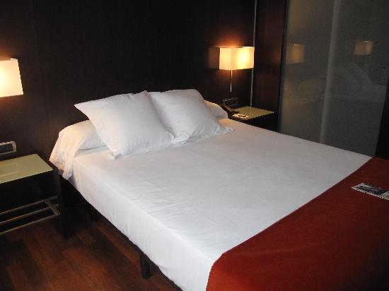Hotel Zenit Pamplona: Bed