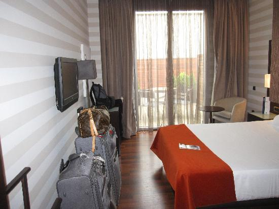 Hotel Zenit Pamplona: Spacious Room
