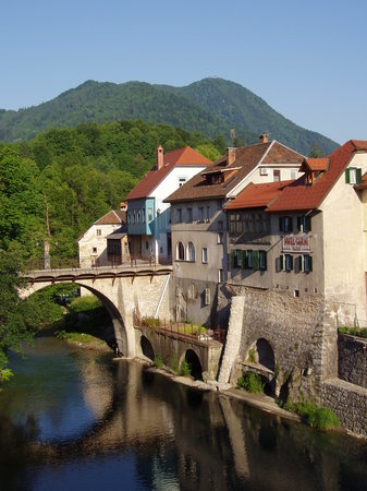 Skofja Loka, Slovenien: Hotel Garni Paleta is near the Stone bridge and the river