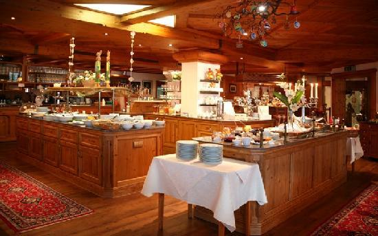 Wellnesshotel Adler St. Roman : Frühstücksbüfett komplett