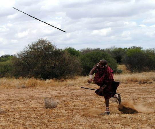 Porini Mara Camp: Maasai spear throwing contest