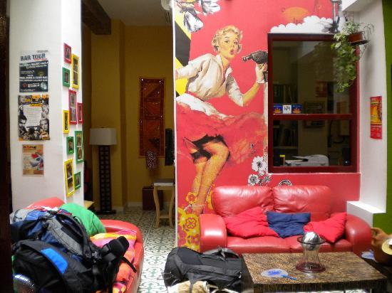Home Youth Hostel Valencia by Feetup: Saletta dell'ostello