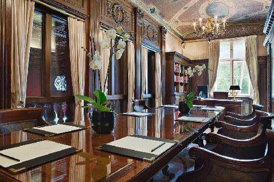 Patrick Hellmann Schlosshotel : Biblioteque